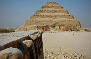 Pyramide schnitzereien