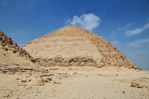 Pyramiden in dahshur, sahara-wüste, ägypten