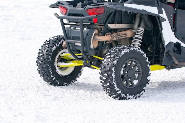 Quad-bikes zu mieten im snow resort bakuriani. winterresort