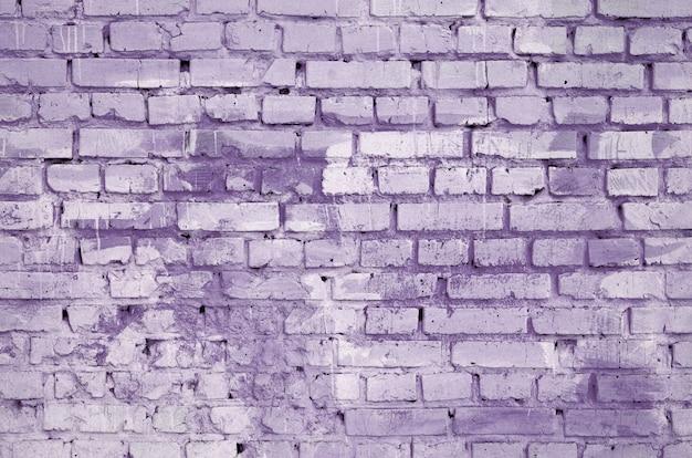 Quadratischer backsteinblockwandhintergrund und -beschaffenheit. in violett gemalt
