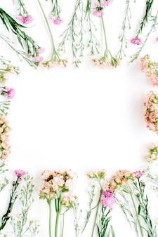 Quadratischer rahmen aus wildblumen