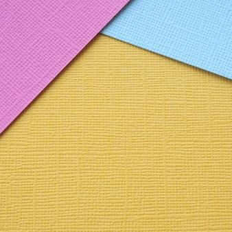 Quadratisches banner zum veröffentlichen in einem sozialen netzwerk. mehrfarbiges strukturiertes papier.