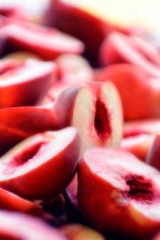 Querschnitt von pfirsichen, nahaufnahme