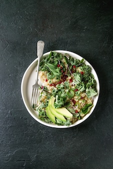 Quinoasalat mit grünkohl