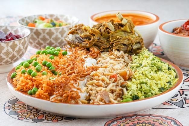 Quzi, qoozi, irakische quzi, ägyptische küche, nahöstliches essen, arabische mezza, arabische küche, arabisches essen