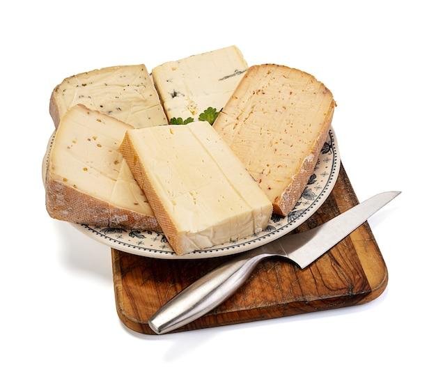 Raclette-käseplatte mit verschiedenen geschmacksrichtungen