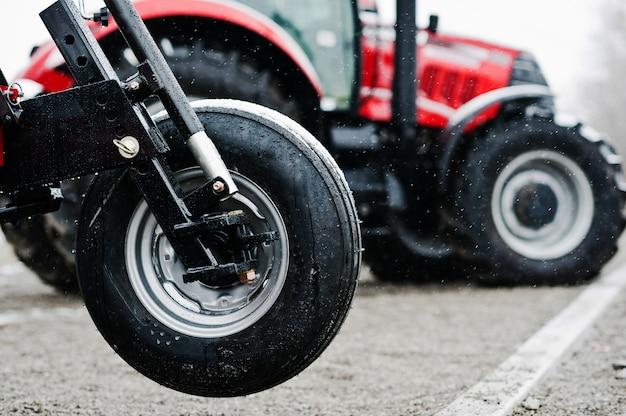 Rad des neuen roten landwirtschaftlichen sämaschinenabschlusses herauf ansicht