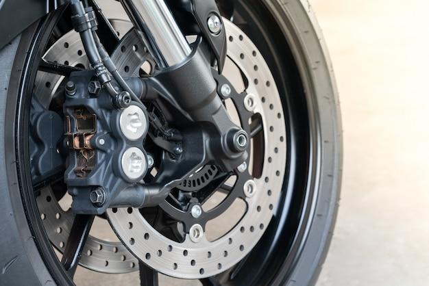 Radial-sattel für großes fahrrad, motorrad mit abs-system an einem sportfahrrad