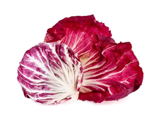 Radicchio, roter salat auf weißem hintergrund