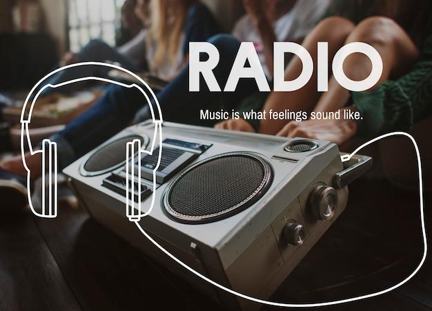 Radiowerbung mit einer gruppe von freunden
