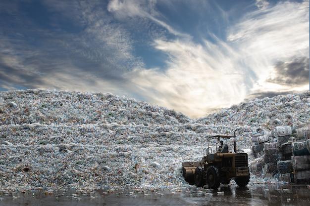 Radlader arbeits last flasche kunststoff recyceln aus der moutian von plastikflasche