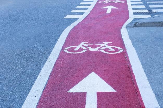 Radweg auf der straße