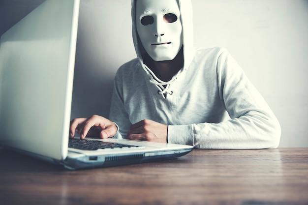 Räuber bricht in computersystem ein