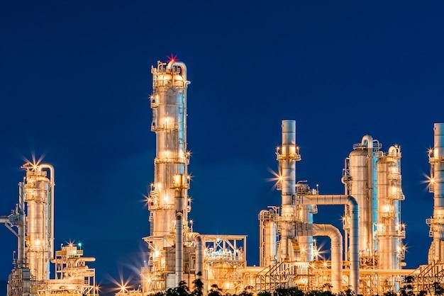 Raffinerie erdöl und petrochemische energie und energie für transportanlagen nach sonnenuntergang