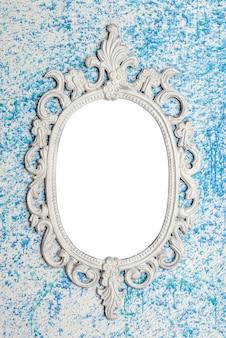 Rahmen auf blauer wand