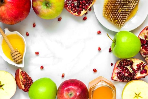 Rahmen aus honig, apfel und granatapfel