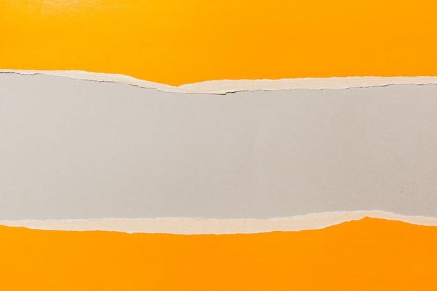 Rahmen aus zerrissenem papier