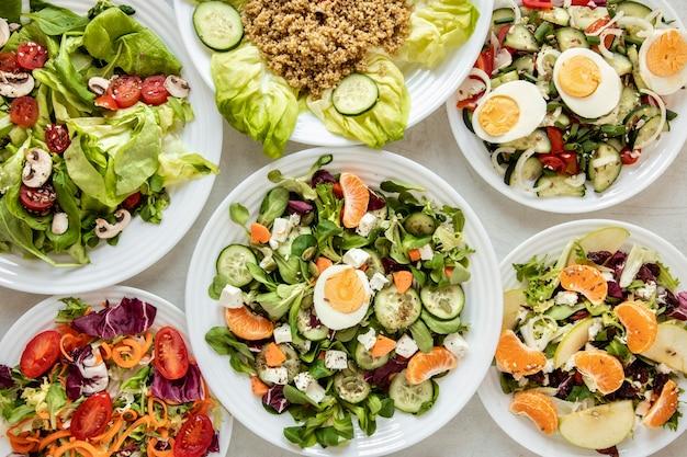 Rahmen mit leckeren salaten