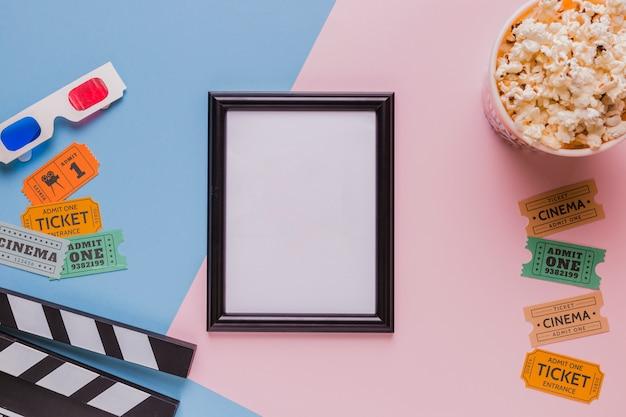 Rahmen mit popcorns und filmklappe