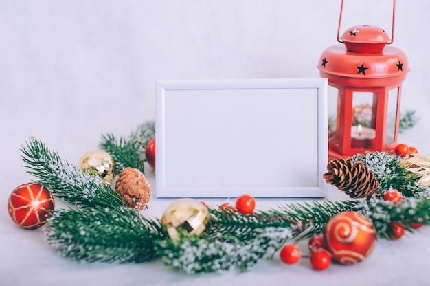 Rahmen mit weihnachtsschmuck