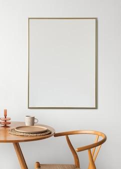 Rahmen neben einem esstisch
