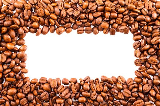 Rahmen oder grenze von gerösteten braunen kaffeebohnen