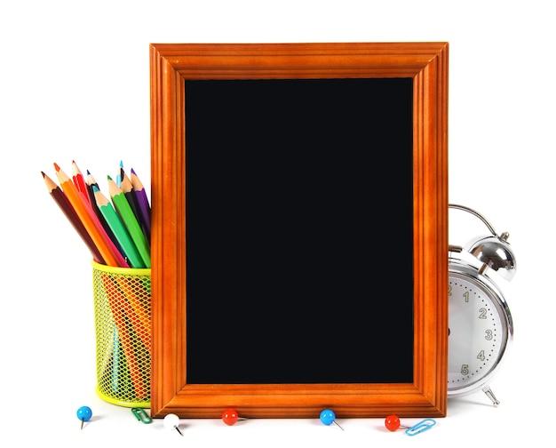 Rahmen- und schulwerkzeuge. auf einem weißen tisch.