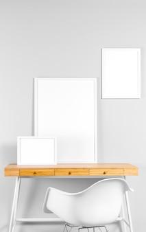Rahmen verspotten auf dem tisch