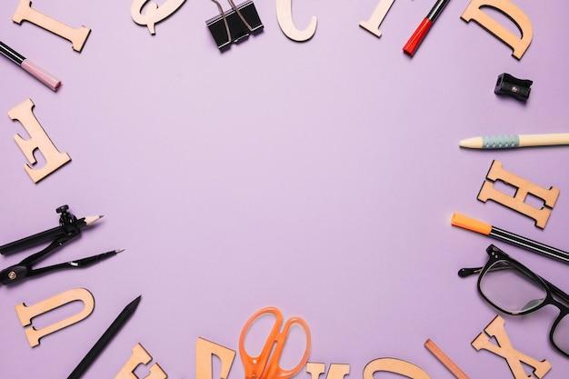 Rahmen von briefen und schreibwaren