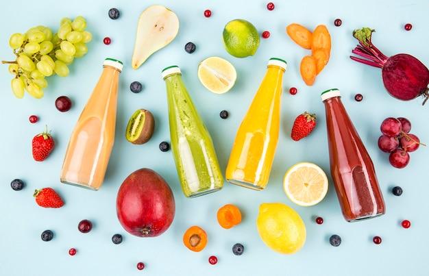 Rahmen von früchten mit gläsern