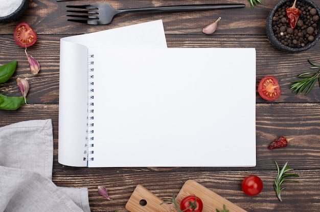 Rahmen von gesunden zutaten zum kochen auf dem tisch