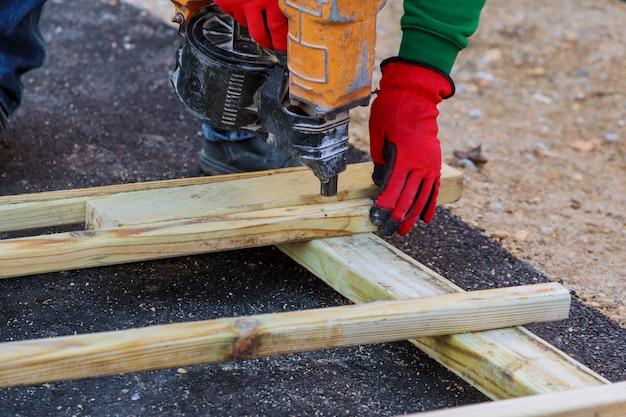 Rahmenunternehmer für aufgestaute heiz- und kühlkanalarbeiten zur installation
