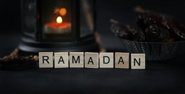 Ramadan gruß holzbuchstaben