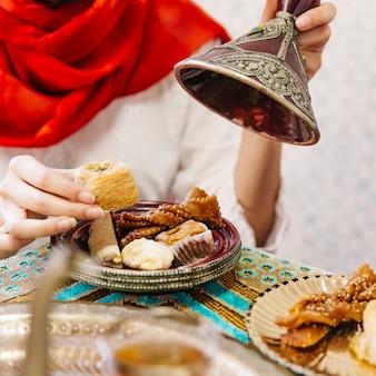 Ramadan-konzept mit essen und té