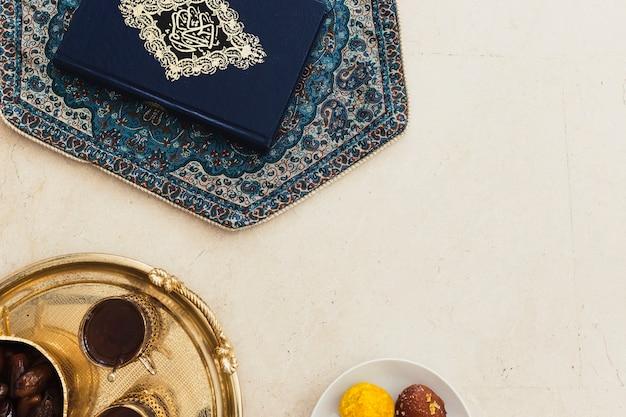 Ramadan-konzept mit koran und copyspace