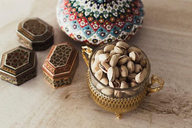 Ramadan-konzept mit pistazien