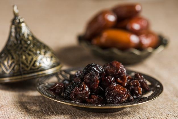 Ramadan-konzept mit rosinen