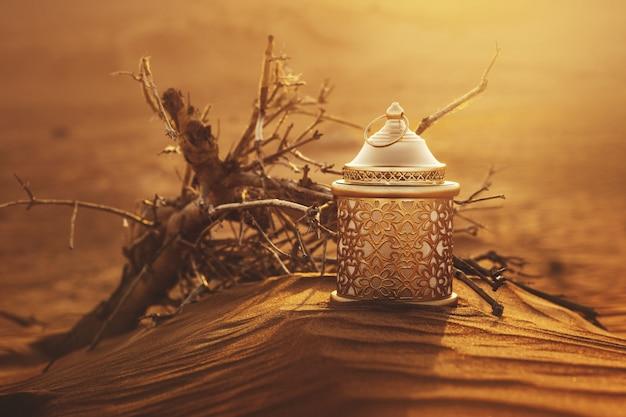 Ramadan laterne in der wüste bei sonnenuntergang