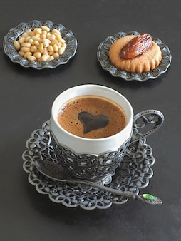 Ramadan süßigkeiten tisch. kekse von el fitr islamic feast