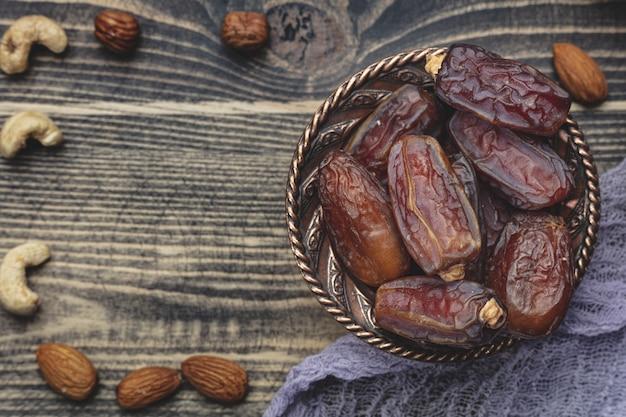 Ramadan-zusammensetzung mit getrockneten datteln