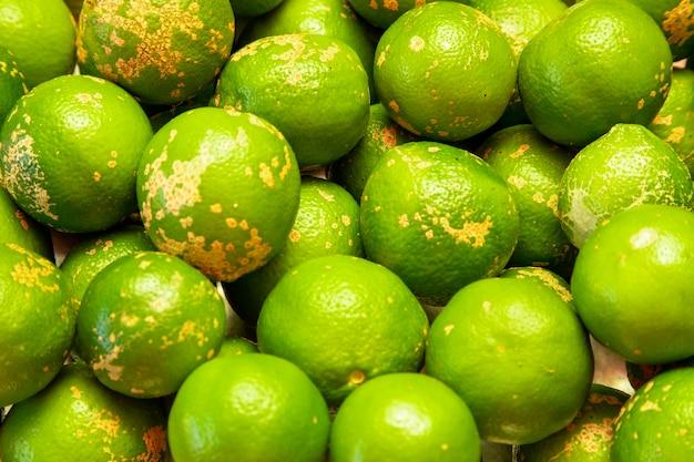 Rangpur, citrus – limonia oder citrus reticulata – medica, manchmal auch als rangpur-limette, mandarinen-limette oder lemandarin bezeichnet, ist eine kreuzung zwischen der mandarine und der zitrone.