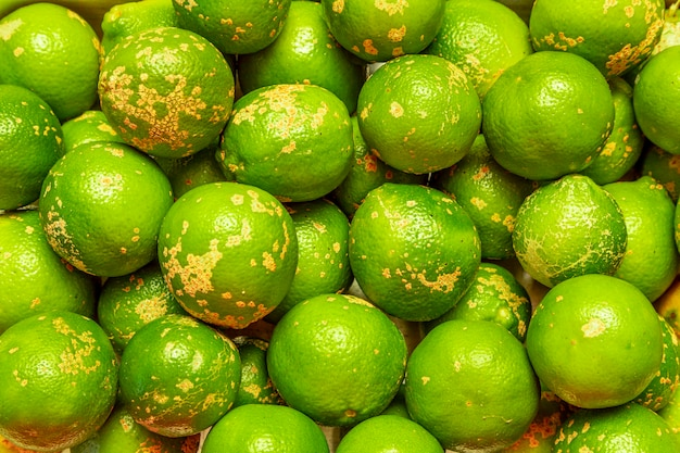 Rangpur, citrus limonia oder citrus reticulata medica, manchmal auch rangpur-limette, mandarinen-limette oder lemandarin genannt, ist eine hybride zwischen mandarine und zitrone.
