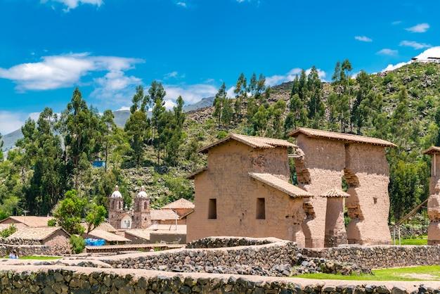 Raqchi, eine archäologische stätte der inkas in der region cusco in peru