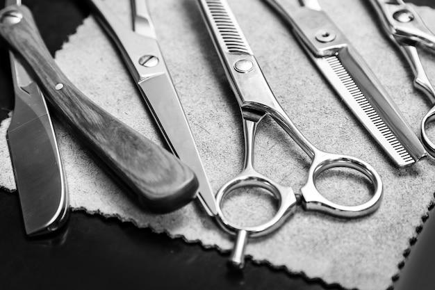 Rasiermesser und verschiedene scheren