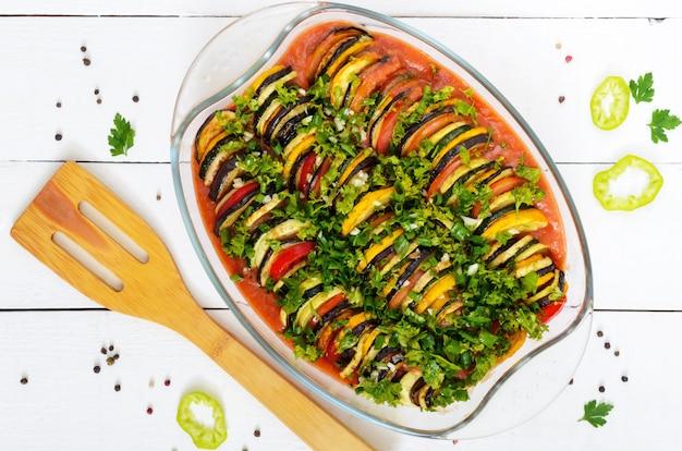 Ratatouille ist ein traditionelles gemüsegericht der provenzalischen küche
