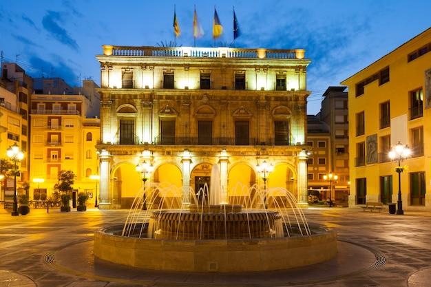 Rathaus in castellon de la plana in der nacht