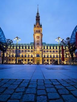 Rathaus in hamburg nachts