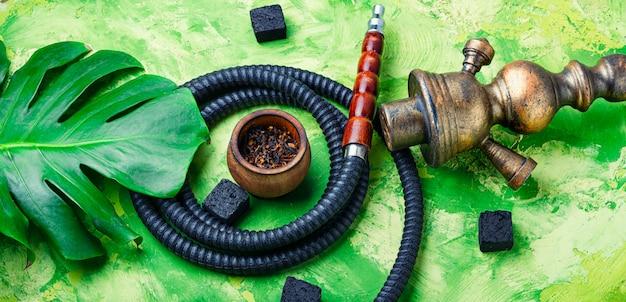 Rauchende arabische huka