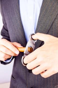 Rauchende kubanische zigarre