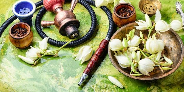 Rauchender tabak mit yucca-geschmack
